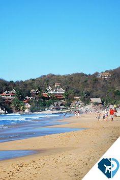 El favorito de los mochileros, Playa Zipolite en Oaxaca está a 4 kms de Puerto Angel (y unos 60 km al este de Puerto Escondido.