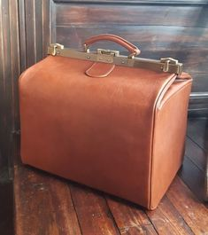 Iona Overnight Travel bag Hand Stitched by Berrie Leather