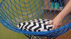Para compor móveis ou cadeiras sem estofado, essas almofadinhas trazem conforto e estilo