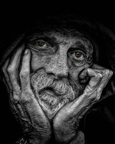 I love this beautiful b and w portrait photography ideas Old Faces, Many Faces, Foto Portrait, Portrait Photography, Photography Ideas, Black And White Portraits, Black And White Photography, Interesting Faces, People Around The World