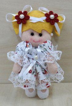Boneca Enfeite Porta de Maternidade, quarto do bebê ou lembrancinha, em feltro, costurada a mão, Pode ser feita na cor que vc escolher.