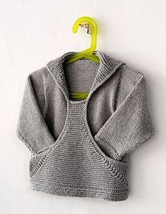 jumper / pullover - Ravelry: Pull Gaspard pattern by Christine Rouvillé Baby Knitting Patterns, Knitting For Kids, Baby Patterns, Hand Knitting, Diy Tricot Crochet, Knit Or Crochet, Crochet Baby, Baby Boy Sweater, Baby Vest