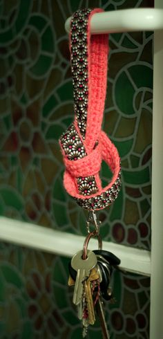 Keyholder, #crochet and fabric: inspiration only, no pattern
