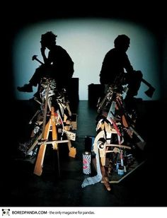 Les ombres chinoises réalisés par les artistes Tim Noble & Sue Websteravec une accumulation de déchets