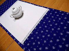 desil / štóla modrotlač s bielou krajkou -obrus
