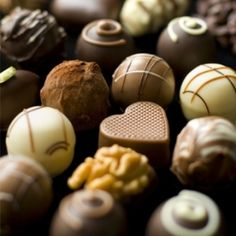 For a fabulous #Valentine's Day treat, take your honey on a luscious chocolate tour!  Sweet tours in Boston, NYC, San Francisco & Seattle. They'll love you forever!