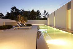 Jesolo+Lido+Pool+Villa+/+JM+Architecture