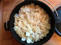 Alles zusammen schichten und am Schluss mit Parmigiano Reggiano belegen.