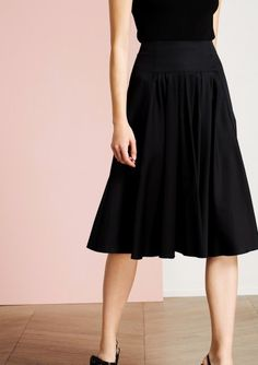 Jupe plissée noire longueur midi - Tara Jarmon - ordered! :-)