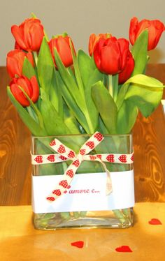 Tulipani #fiori san valentino #centro tavola per san valentino # cuori#love