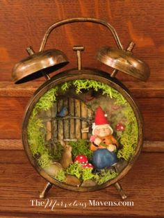 Miniature fairy gardens 113997434306500809 - Make A Fairy Vignette From Vintage Alarm Clocks Source by Fairy Crafts, Garden Crafts, Diy And Crafts, Handmade Crafts, Handmade Rugs, Christmas Clock, Christmas Crafts, Clock Craft, Teacup Crafts