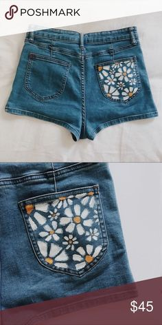 Denim diy Super embroidery jeans pocket style Ideas Why Hire A Wedding Planner? Painted Shorts, Painted Jeans, Painted Clothes, Hand Painted, Diy Clothes Paint, Levis Vintage, Jean Vintage, Diy Clothing, Custom Clothes
