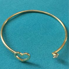 ✳️90%OFF✳️GOLD HEART BRACELET LOVELY! Gold tone bracelet with one hollow heart and the other a clear crystal. Wear this to accessorize anything, anytime and any place. -No trades. Jewelry Bracelets