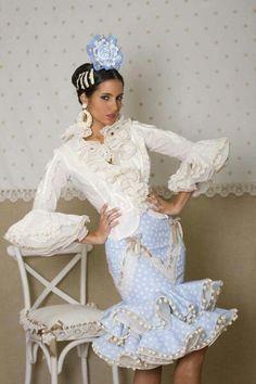 Trajes de flamenca Spanish Dress, Spanish Dance, Cute Blouses, Beautiful Blouses, Costume Design, Blouse Designs, Dress To Impress, Ruffles, Boho Chic