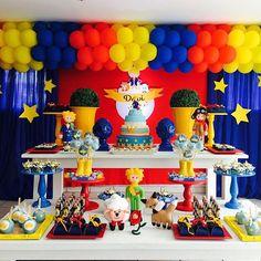 Resultado de imagem para decoração pequeno principe azul, vermelho e amarelo