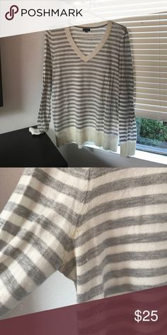 Splendid cotton striped sweater Soft cotton sweater from Splendid. Slightly worn as pictured. Splendid Sweaters V-Necks