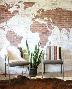 Voor alle reisliefhebbers onder ons: get ready voor de leukste interior trend. Een wereldkaart aan de muur hangen is dit jaar hipper dan hip!