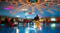 New Year's Eve at Skate World: Glad roller skating rinks still exist in 21st century. (Video)