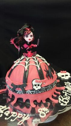 Monster High Doll Cake. Made by Lakeisha Hill/Keck with Sweet Tooth Mother and Daughter Cakes.  2015