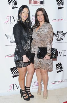 Karen Gravano Photos - TV personalities Ramona Rizzo (L) and Karen Gravano attend the Girl Power Tribute to Mona Scott-Young at Bar Millie at the Carlton Hotel on February 2012 in New York City. - Girl Power Tribute To Mona Scott-Young Carla Facciolo, Marissa Jade, Marriage Boot Camp, Mob Wives, Italian Women, Great Tv Shows, Reality Tv, Mafia, Girl Power