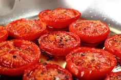 Cooking Tomatoes Increases Lycopene and Beneficial Bacteria - HiddenHandNews Delicious Vegan Recipes, Vegetarian Recipes, Healthy Recipes, Cooking Tomatoes, Tomato And Cheese, Vegan Foods, Ketchup, Coco, Tapas