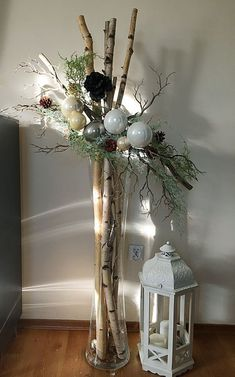 bodenvase dekorieren Pin by Gitti on Weihnachten Centerpiece Christmas, Christmas Planters, Christmas Arrangements, Xmas Decorations, Floral Arrangements, Wedding Decorations, Wedding Ideas, Flower Decorations, Silver Christmas