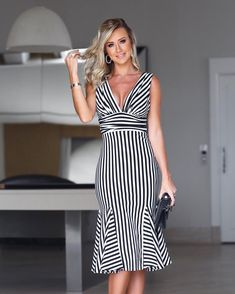 Cut Out Pencil Dress - Karen Millen - office fashion - Beautiful Casual Dresses, Flowery Dresses, Kente Styles, Stripped Dress, Short Dresses, Summer Dresses, Women's Fashion Dresses, Pretty Outfits, Plus Size Outfits