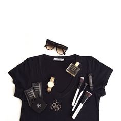 friday afternoon lookin' like: sunglasses: @celinehouseofficial v neck tee: @bettybrowneaus fave parfum: @atelierlumira B&W brushes: @loudmakeup vanilla lip balm: @grownalchemist gold ring set: @aliceorjewellery face cleanser: @laurennapier brushed gold watch: @_mimco mirror compact: @chanelofficial #celine #celineshadows #bettybrowne #lumira #love #atelierlumira #grownalchemist #loudmakeup #white #mimco #aliceorjewellery #chanel #laurennapier #gold #black #cleansebylaurennapier #flatlay