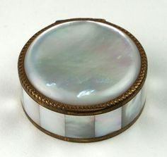 GERBER MOTHER OF PEARL VINTAGE WOMEN'S COSMETICS MAKEUP POWER COMPACT/SWISS MADE
