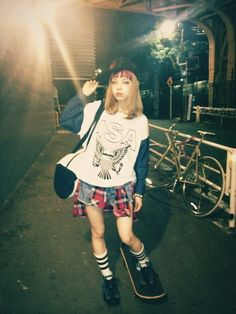 Street snap of Seto Ayumi, japanese model for Zipper magazine