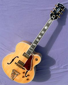 Guitars Gibson, Fender, Guild, Martin, Vintage - Gbase for musicians Guitar Pics, Easy Guitar, Gibson Guitars, Fender Guitars, Acoustic Guitars, Unique Guitars, Vintage Guitars, Guild Guitars, Classical Acoustic Guitar
