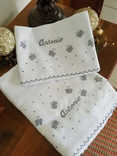 Baby Embroidery, Embroidery Stitches, Embroidery Patterns, Machine Embroidery, Baby Sheets, Baby Bedding Sets, Baby Knitting Patterns, Baby Crafts, Diy And Crafts
