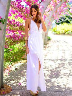 para começar o ano bem com este vestido longo branco elegante