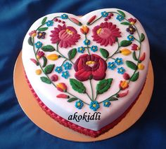 Amazing cake with traditional Hungarian floral design Fancy Cakes, Mini Cakes, Beautiful Cakes, Amazing Cakes, Cumpleaños Diy, Gingerbread House Designs, Happy Birthday Cake Images, Cake Trends, Wedding Cookies