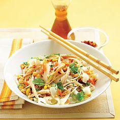 Asian Chicken and Rice Noodle Salad Recipe Chicken Noodle Salad Recipe, Cooked Chicken Recipes, Leftover Chicken Recipes, Leftovers Recipes, Chicken Leftovers, Chicken Salad, Asian Noodle Recipes, Asian Recipes, Ethnic Recipes