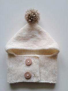 Bonnet-cagoule pour bébés de 1 à 24 mois tricoté main en laine avec pompon 65ea369a449