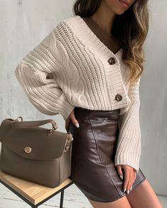 Elegant look, stylish bow with a leather skirt and a cardigan 60 Fashion, Minimal Fashion, Fashion Looks, Fashion Outfits, Womens Fashion, Classy Outfits, Casual Outfits, Cute Outfits, Fall Outfits