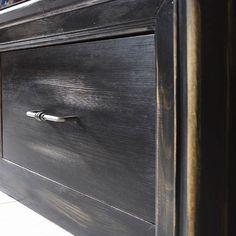 Massivholzmöbel Antik schwarz gewischt: Haptik & Optik