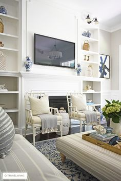 Create a casual and elegant summer living room with calming neutrals, layers of textures and hints on blue and white for a relaxing, laid-back look. Simple Living Room, Elegant Living Room, Living Room Green, Beautiful Living Rooms, Rugs In Living Room, Living Room Decor, Dining Room, Simple Modern Interior, Living Room Modern