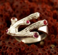 ring made of sterling silver, with synthetic rubies, inspired by the shape of the coral