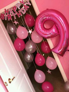 Birthday Morning Surprise Idea -Hanging balloons and birthday banner Más Birthday Room Surprise, Birthday Morning Surprise, 9th Birthday Parties, 10th Birthday, Birthday Fun, Birthday Party Decorations, Birthday Surprises, Birthday Banner Ideas, Birthday Ideas For Girls