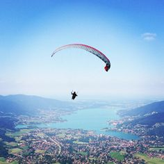 best view ever!!! - Erleben Sie das Gefühl leichter zu sein als Luft. Lassen Sie sich vom Wind über Berge, Täler und Seen pusten. Genießen Sie bei einem #Urlaub am #Tegernsee unvergleichliche Ausblicke vom Gipfel des Wallbergs.