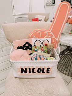 Big Little Basket, Big Basket, Basket Ideas, Birthday Gift Baskets, Happy Birthday Gifts, Birthday Gifts For Best Friend, Big Sis Lil Sis Gifts, Big Little Gifts, Sorority Little Gifts