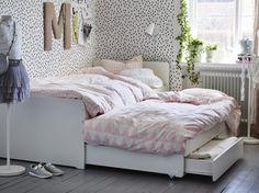 SLÄKT bedframe met onderbed en opberger | IKEA IKEAnl IKEAnederland nieuw inspiratie wooninspiratie interieur wooninterieur student studentenkamer slaapkamer kamer slapen veelzijdig opbergen opberger wit handig