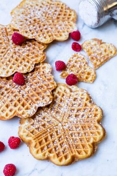 Try this delicious Thermomix waffles recipe that is so simple to make and ideal for breakfast or a nice afternoon snack. It is ready in 30 seconds. Healthy Afternoon Snacks, Tea Time Snacks, Healthy Snacks, Waffle Recipes, Cookie Recipes, Snack Recipes, Thermomix Recipes Healthy, Thermomix Bread, Thermomix Desserts