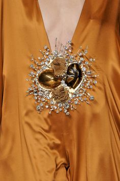 I Dream of a World of Couture Stephane Rolland Tostadas, Cream Wedding Colors, Carmel Candy, Caramel Delights, Stephane Rolland, Caramel Color, Floral Crown, Pantone Color, Color Inspiration
