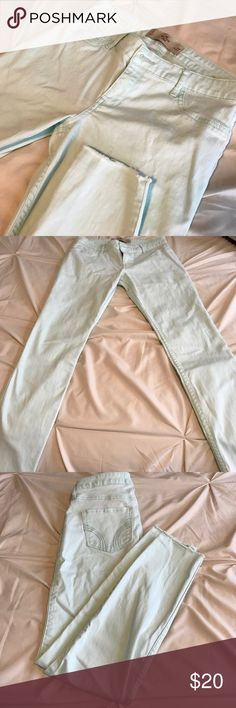 Size 5 new Hollister cropped pant Worn once! Purchased recently and realized they were too big for me since losing weight! These pants are super soft and comfortable fabric and look great, color is mint green with frayed pant bottom perfect for spring Hollister Jeans Ankle & Cropped