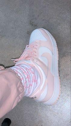 Mode Hijab, Dream Shoes, Shoe Game, Kicks, Street Wear, Cute Outfits, Footwear, Sneakers Nike, Outfit Goals