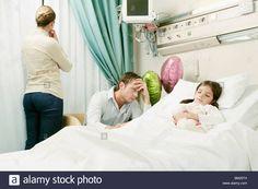 """Wanneer Anouk in veiligheid werd gebracht, moest ze overgeven in de politiewagen, ze was gedrogeerd. Direct daarna brachten ze haar naar het ziekenhuis, aangezien ze nog niet wisten hoe groot de dosis was en waarmee ze gedrogeerd was. Aangekomen in het ziekenhuis was ze dolgelukkig dat ze haar gezin terug zag. """"'Direct naar het ziekenhuis', blafte ze naar haar collega achter het stuur."""""""