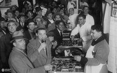 """Pizzería """"Banchero"""", barrio de La Boca. Circa 1930 Mafia, 1930s, The Neighborhood, Countries, Cities, Pictures"""